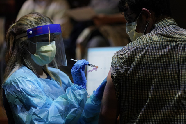 Mỹ trước áp lực chậm triển khai tiêm vaccine COVID-19 - Ảnh 1.