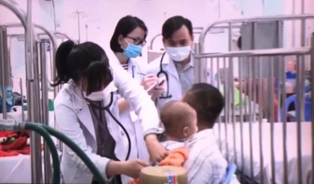 Bệnh nhân hô hấp gia tăng khi TP Hồ Chí Minh chuyển lạnh - Ảnh 1.