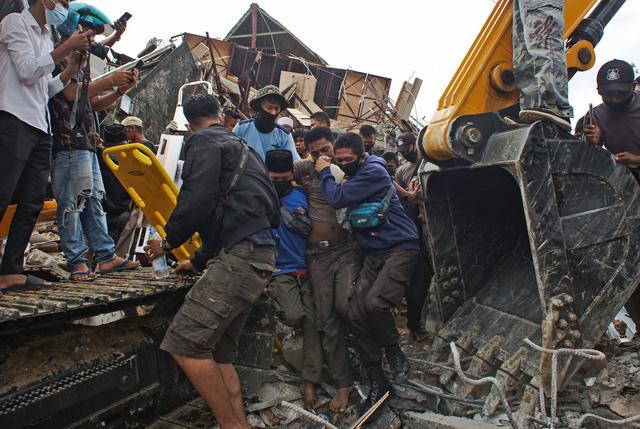 Số nạn nhân thiệt mạng do động đất tại Sulawesi tăng lên 42 người,Indonesia ra cảnh báo sóng thần - Ảnh 2.