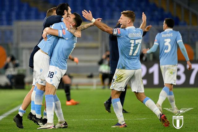 Lazio 3-0 AS Roma: Derby 1 chiều, Luis Alberto chói sáng! - Ảnh 3.