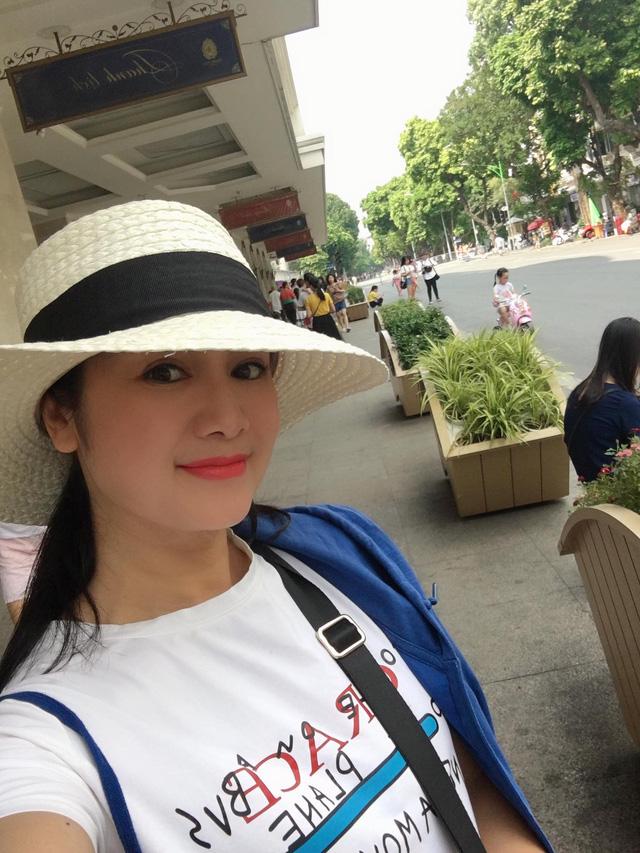 Nhan sắc đời thường trẻ đẹp của bà Cúc Hướng dương ngược nắng - ảnh 17