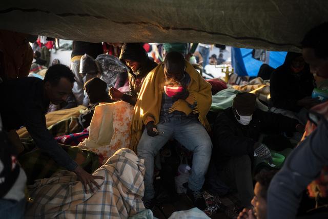 Đại dịch khiến số người di cư trên toàn cầu giảm khoảng 2 triệu trường hợp - Ảnh 1.