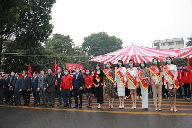 Hàng nghìn tình nguyện viên tham gia hiến máu Chủ nhật Đỏ - Ảnh 1.