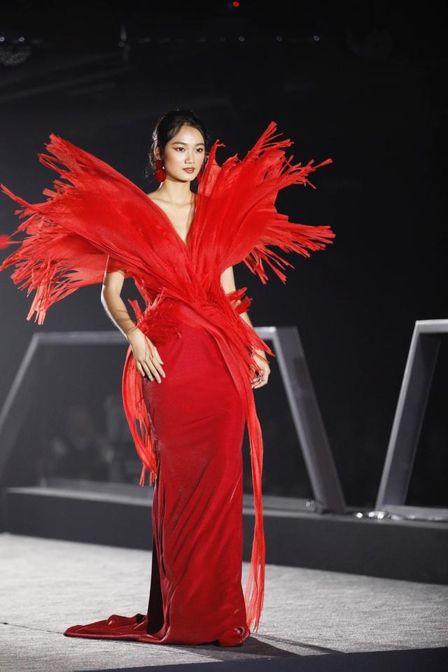 Đô thị đảo Phượng Hoàng là cảm hứng cho bộ sưu tập thời trang - Ảnh 1.