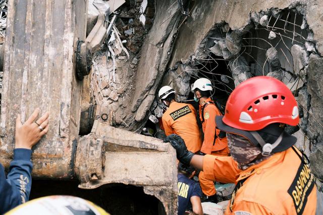 Động đất ở Sulawesi, Indonesia cướp đi sinh mạng của 81 nạn nhân, làm gần 800 người bị thương - Ảnh 1.