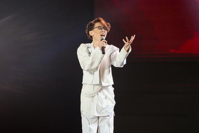 Giọng hát Việt nhí 2021: Cậu bé 15 tuổi khác biệt khiến Hồ Hoài Anh phá lệ - Ảnh 2.