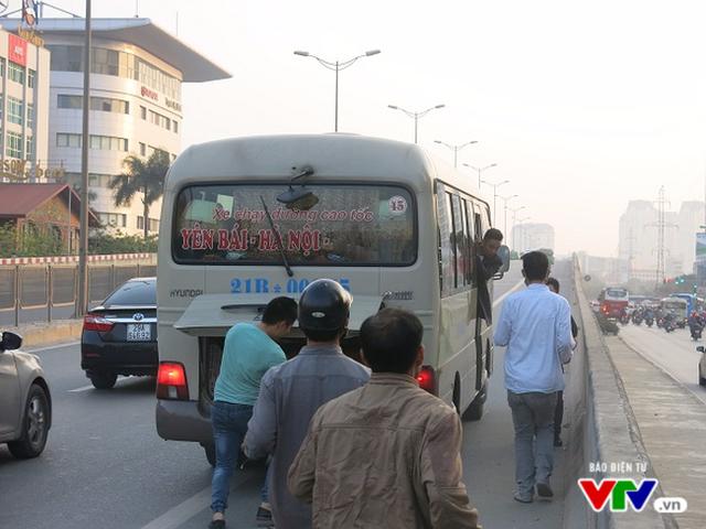 CSGT Hà Nội tăng cường xử lý xe khách vi phạm dịp cuối năm - Ảnh 1.