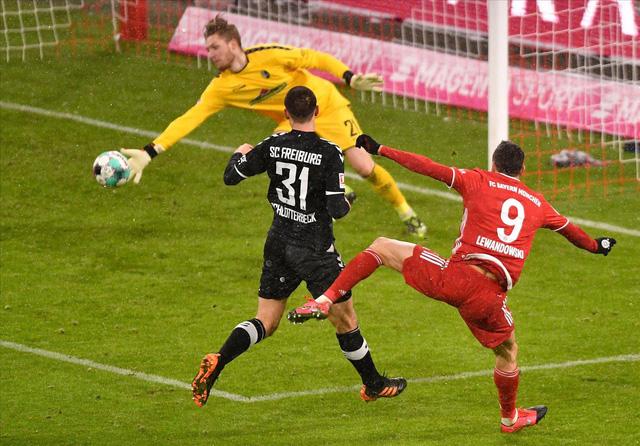 Lewandowski lập kỷ lục ghi bàn mới tại Bundesliga - Ảnh 1.