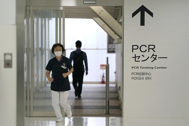 Nhật Bản lập hệ thống giám sát người nước ngoài mắc COVID-19 - Ảnh 1.