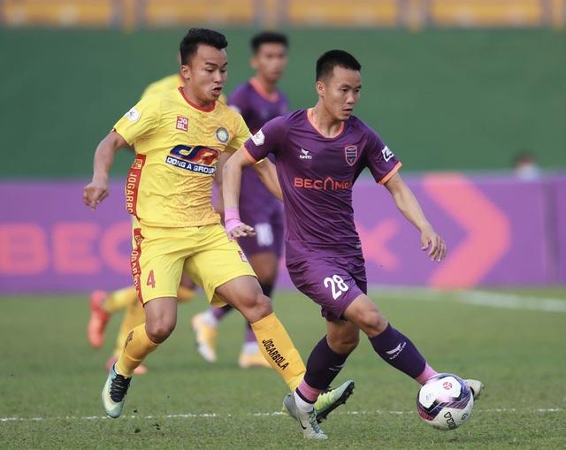 Vòng 1 LS V.League 1-2021: Bất ngờ nối tiếp bất ngờ - Ảnh 2.