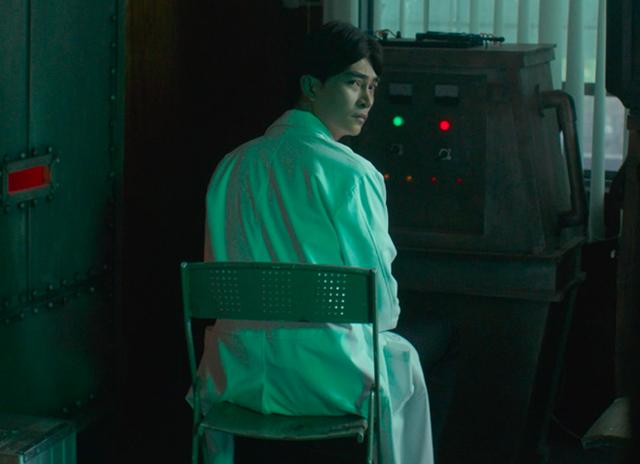 Song song tung trailer chính thức, Trương Thế Vinh ăn trọn cú tát của Nhã Phương - Ảnh 2.