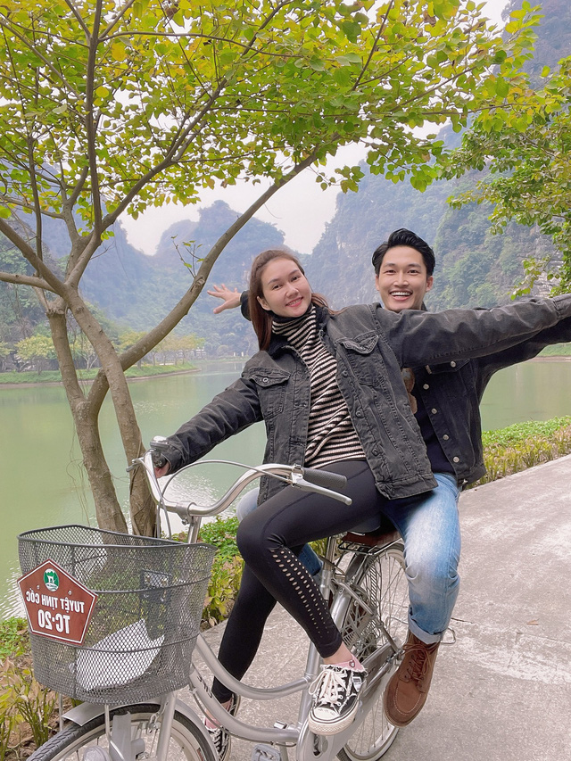 Đình Tú tình cảm ôm chặt bạn gái Hương Giang - Ảnh 3.