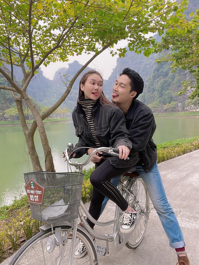 Đình Tú tình cảm ôm chặt bạn gái Hương Giang - Ảnh 6.