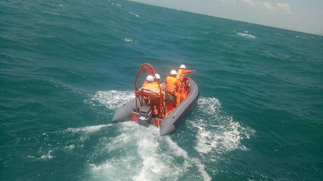 Nỗ lực tìm kiếm 7 ngư dân bị nạn trên vùng biển Côn Đảo - Ảnh 1.
