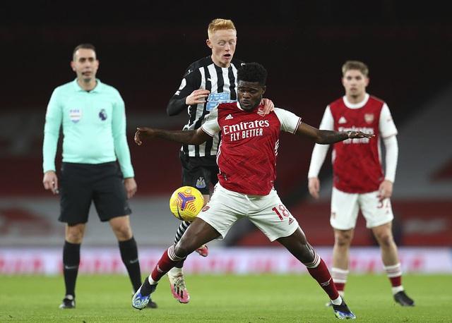 Partey trở lại, Arsenal đại thắng Newcastle - Ảnh 1.