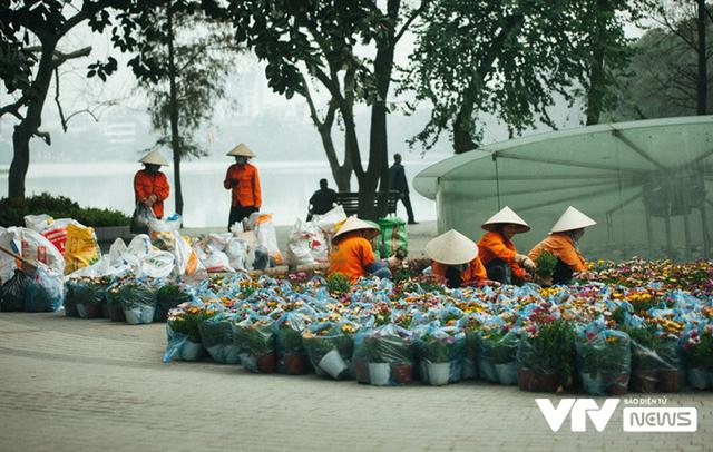 Thủ đô Hà Nội rực rỡ cờ hoa chào mừng Đại hội XIII của Đảng - Ảnh 2.
