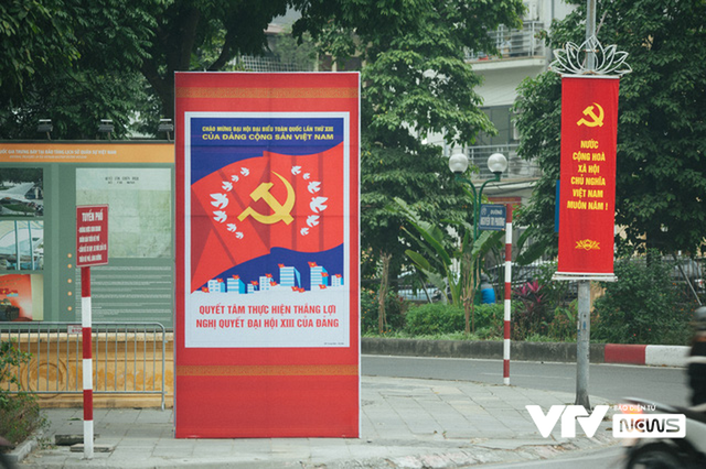 Thủ đô Hà Nội rực rỡ cờ hoa chào mừng Đại hội XIII của Đảng - Ảnh 1.