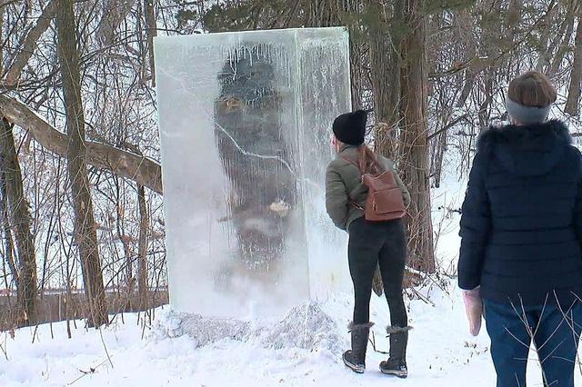 """""""Tượng băng người tối cổ"""" kỳ lạ trên núi tuyết - Ảnh 3."""