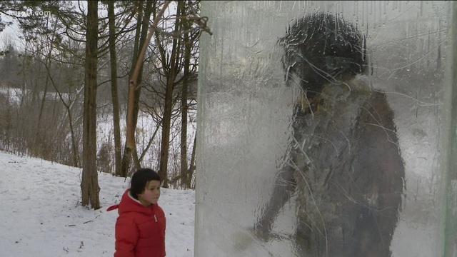 """""""Tượng băng người tối cổ"""" kỳ lạ trên núi tuyết - Ảnh 4."""
