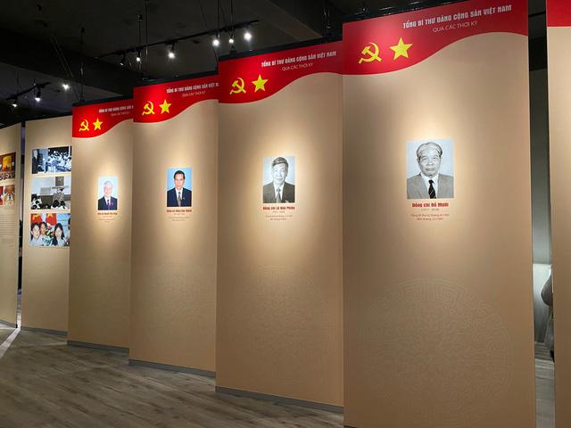 Triển lãm trưng bày chuyên đề Đảng Cộng Sản Việt Nam - Từ Đại Hội đến Đại Hội:  200 tài liệu, hiện vật phong phú - Ảnh 4.