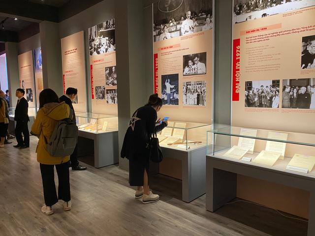 Triển lãm trưng bày chuyên đề Đảng Cộng Sản Việt Nam - Từ Đại Hội đến Đại Hội:  200 tài liệu, hiện vật phong phú - Ảnh 5.