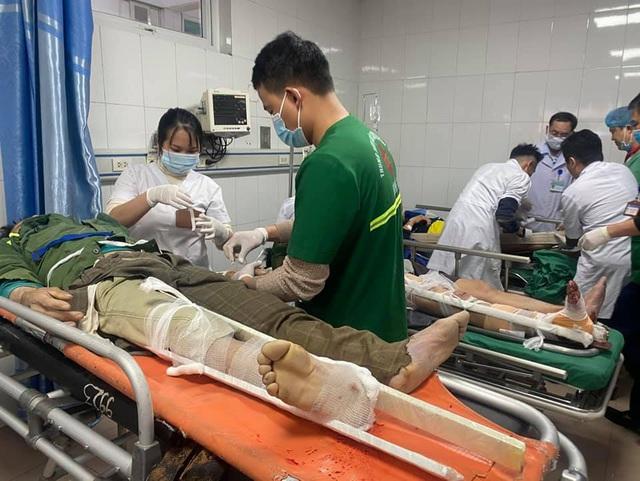(Cập nhật) Vụ rơi thang thi công ở Nghệ An: 3 người tử vong, UBND tỉnh chỉ đạo dồn toàn lực cứu các công nhân bị thương - Ảnh 1.