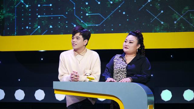 Lâm Thắng và Huỳnh Tú lập kỷ lục mới cho Người đứng thẳng - Ảnh 1.