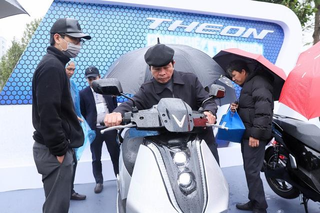 Trang bị đỉnh cao, bộ đôi xe máy điện hot của VinFast sẽ được định giá như thế nào? - Ảnh 2.