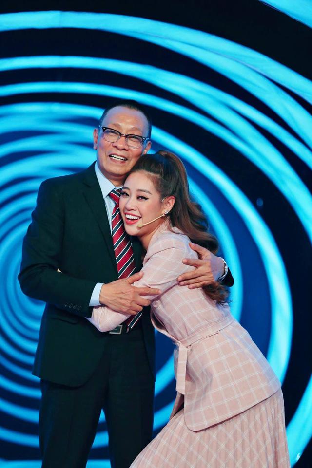 Hoa hậu Khánh Vân bày tỏ tình cảm đặc biệt dành cho MC Lại Văn Sâm - Ảnh 1.