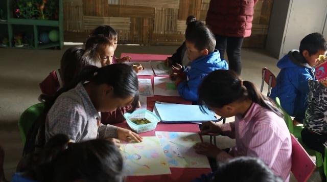 Vẽ ước mơ để cùng góp sức xây lại điểm trường ở Hoàng Su Phì - Ảnh 1.