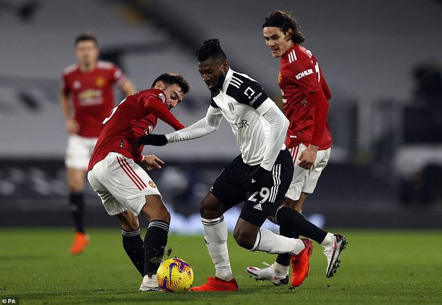 Fulham 1-2 Man Utd: Pogba tỏa sáng, Manchester United trở lại ngôi đầu - Ảnh 5.