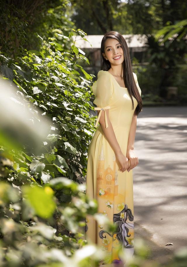 Hoa hậu Tiểu Vy đẹp tinh khôi với áo dài Tết - Ảnh 15.