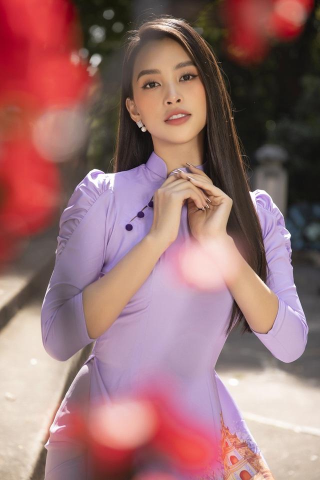 Hoa hậu Tiểu Vy đẹp tinh khôi với áo dài Tết - Ảnh 13.