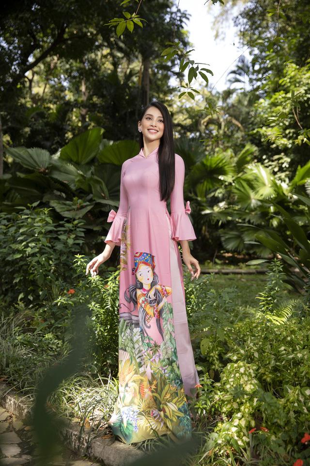 Hoa hậu Tiểu Vy đẹp tinh khôi với áo dài Tết - Ảnh 3.