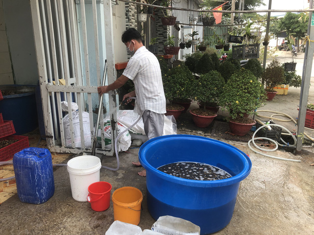 Bắt quả tang 1,3 tấn ốc tẩm hóa chất chuẩn bị bán ở chợ, quán ăn - Ảnh 3.