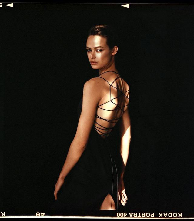 Birgit Kos siêu đẹp và cổ điển trên Vogue Ba Lan - ảnh 10