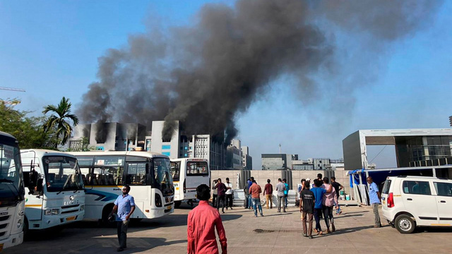 Cháy nhà máy sản xuất vaccine lớn nhất thế giới, 5 người thiệt mạng - Ảnh 1.