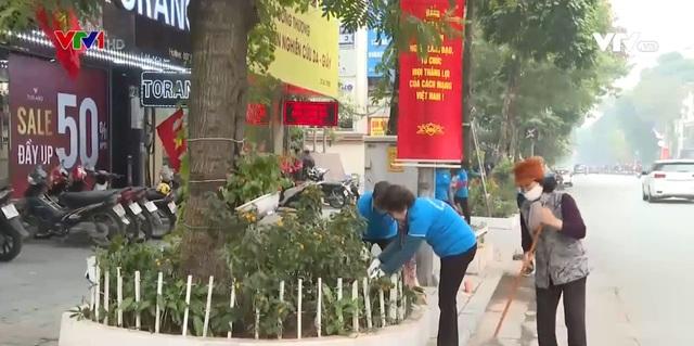 Người dân tham gia làm đẹp đường phố chào mừng Đại hội Đảng lần thứ XIII - Ảnh 1.