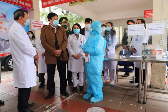 Quảng Ninh: Duy trì 1.500 chốt kiểm tra, giám sát, tư vấn y tế phòng dịch COVID-19 - Ảnh 3.