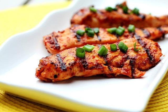 8 thực phẩm không nên hâm nóng bằng lò vi sóng - Ảnh 6.