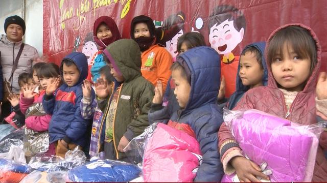Tết nhân ái tới trẻ em vùng cao tỉnh Hà Giang - Ảnh 7.