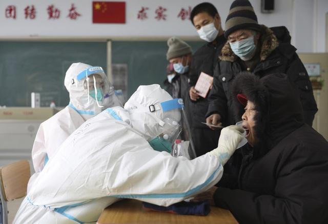 Hơn 98,6 triệu ca mắc COVID-19 trên thế giới, Bắc Kinh triển khai xét nghiệm cho hàng triệu người - Ảnh 2.