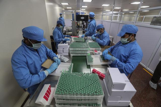 Ấn Độ bắt đầu xuất khẩu thương mại vaccine COVID-19 Covishield - Ảnh 1.