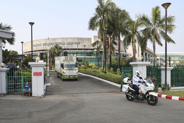 Myanmar nhận 1,5 triệu liều vaccine COVID-19 miễn phí từ Ấn Độ - Ảnh 3.