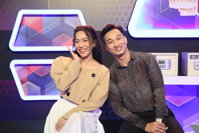 Vợ Dương Ngọc Thái bê bụng bầu 7 vượt mặt chơi gameshow vì nhớ nghề - Ảnh 1.