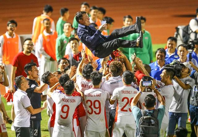Quả bóng Vàng Việt Nam 2020 Nguyễn Văn Quyết giành danh hiệu VĐV tiêu biểu năm 2020 - Ảnh 3.