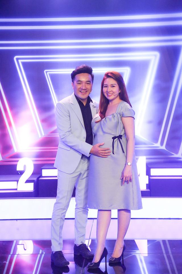 Vợ Dương Ngọc Thái bê bụng bầu 7 vượt mặt chơi gameshow vì nhớ nghề - Ảnh 2.
