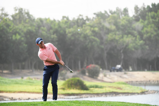 Rory McIlroy dẫn đầu sau vòng 3 giải golf Abu Dhabi Championship - Ảnh 1.