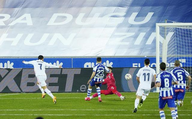 Vòng 20 La Liga: Hazard và Benzema lập công, Real thắng đậm Alaves - Ảnh 2.