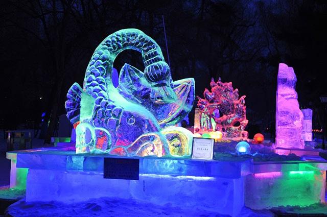 """Lạc trong """"kính vạn hoa tuyết"""" tại lễ hội mùa đông sắc màu ở Trung Quốc - ảnh 2"""